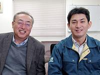 社長の鍛冶一雄さん(左)と、みなみ店店長の鍛冶隆史さん。